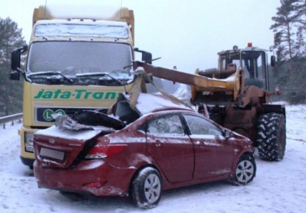 Авария легкового и грузового авто