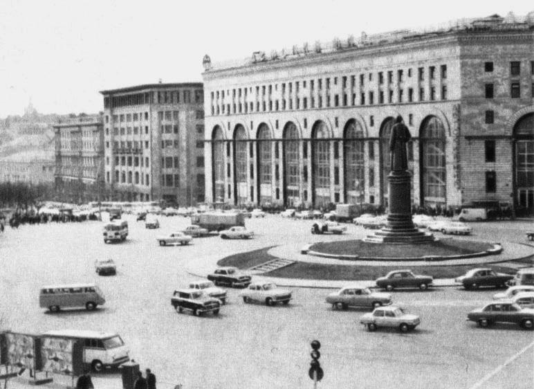 Площадь Дзержинского в Москве. Снимок 1960-х.